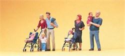 10494 Родители с колясками   - фото 12522