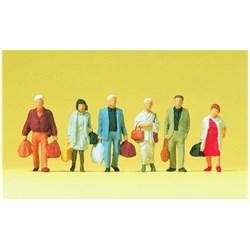 14070 Идущие люди с чемоданами, сумками - фото 12760