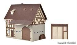43731 Деревенский дом с амбаром и дворовыми воротами - фото 13436