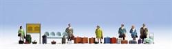 15221 Пассажиры стоящие, багаж,скамейки,расписание - фото 4147
