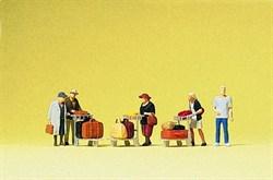 75033 Пассажиры с чемоданами - фото 5397