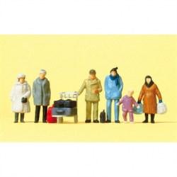 14038 Люди в зимней одежде + багаж - фото 7487
